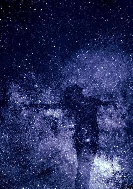 宇宙の中の女性